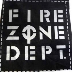 pièce de tissus presque carré avec inscription FIRE ZONE DEPT couleur noir et gris coton et synthétique