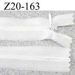 fermeture zip  invisible longueur 20 cm couleur blanc non séparable largeur 2.3 cm glissière nylon largeur  4 mm