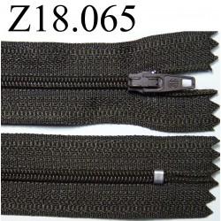fermeture éclair longueur 18 cm couleur vert kaki foncé non séparable zip nylon largeur 2.5 cm