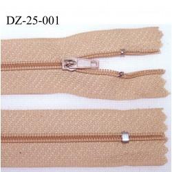 déstockage fermeture zip à glissière longueur 25 cm couleur beige rosé non séparable zip nylon largeur 2,5 cm
