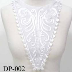 Devant  plastron col Superbe hauteur 40 cm largeur en haut 25 cm largeur en bas 5 cm brodé couleur  blanc