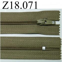 fermeture éclair longueur 18 cm couleur vert kaki  non séparable zip nylon largeur 2.5 cm largeur