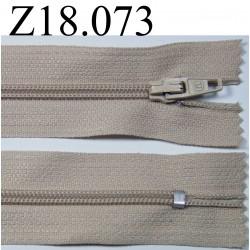 fermeture éclair longueur 18 cm couleur beige  non séparable zip nylon largeur 2.5 cm