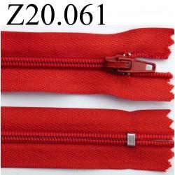 fermeture éclair longueur 20 cm couleur rouge non  séparable zip nylon largeur 2.5 cm