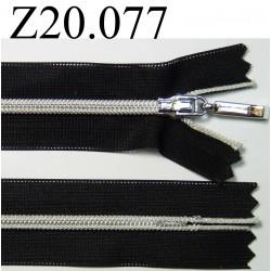 fermeture éclair 20 cm noir invisible avec zip argenté  zip nylon largeur 2,7 cm largeur du zip 4,5 mm couleur noir et argenté