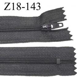 fermeture zip de marque longueur 18 cm  couleur gris anthracite largeur 2.9 cm  non séparable  glissière nylon largeur 4 mm