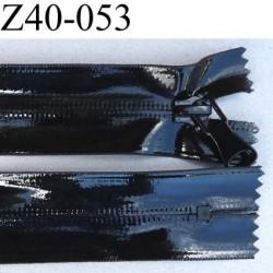 fermeture vinyl couleur noir brillant largeur 3.2 cm  longueur 40 cm non  séparable glissière nylon au dos largeur 6 mm