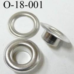 Oeillet en métal couleur acier zingué  diamètre extérieur 18 mm diamètre intérieur 9 mm hauteur 7 mm