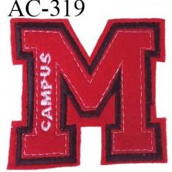 Ecusson Campus couleur rouge noir et blanc hauteur 8 cm largeur 8 cm surpiqué très solide prix à la pièce