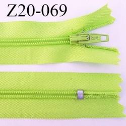 fermeture éclair longueur 20 cm couleur vert anis non séparable zip nylon largeur 2.5 cm