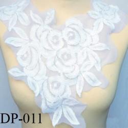 Devant  plastron Superbe hauteur 37 cm largeur en haut 32 cm largeur  couleur  blanc lumineux