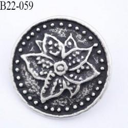 Bouton 22 mm en  métal style etain ancien et fond noir vraiment superbe accroche au dos anneau diamètre 22 mm