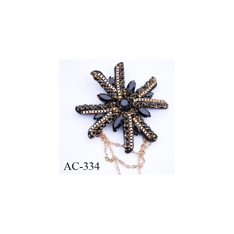 broche 80 mm montée sur épingle couleur noir bleu et or brillante avec strass et chaine et maillon diamètre 80 mm