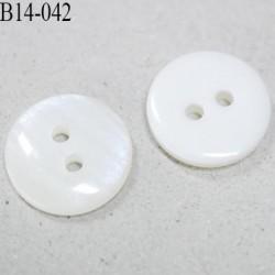 Bouton 14 mm couleur un face naturel et l'autre face nacre marbré 2 trous
