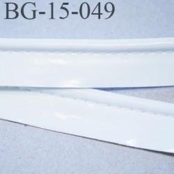 passe poil galon façon cuir  très agréable au touché largeur 15 mm couleur blanc brillant  prix au mètre