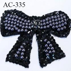 ornement applique écusson empiècement forme noeuds decoratifs avec perles et sequins et strass à coudre