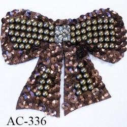 ornement applique écusson empiècement forme noeuds decoratifs bronze et cuivre avec perles et sequins et strass à coudre