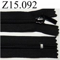 fermeture longueur 15 cm couleur  noir  non séparable zip nylon largeur 3 cm ,largeur du zip 5 mm