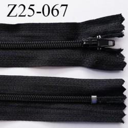 Fermeture zip à glissière noir longueur  25 cm largeur 2.8 cm non séparable glissière nylon largeur 4 mm prix a la pièce