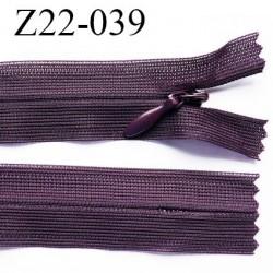 fermeture 22 cm zip à glissière invisible  longueur 22 cm largeur 2.5 cm couleur prune non séparable glissière 4 mm