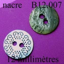 bouton 12 mm  en nacre avec décor incrusté 2 trous diamètre 12 millimètres