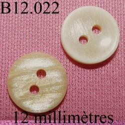 bouton 12 mm   couleur marbré clair sur une face et mabré plus foncé brillant sur l'autre face 2 trous diamètre 12 millimètres