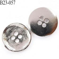 bouton métal 23 mm style ancien déformé superbe couleur chromé très brillant  4 trous  diamètre 23 mm