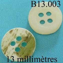 bouton 13 mm   couleur nacre mat sur une face et marbré vert kaki sur l'autre 4 trous diamètre 12 millimètres