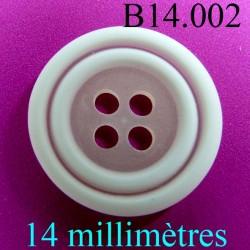 bouton 14 mm   couleur  blanc et nacre mat 4 trous diamètre 14 millimètres