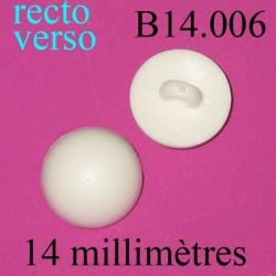 bouton 14 mm   couleur blanc accroche avec un anneau  14 millimètres