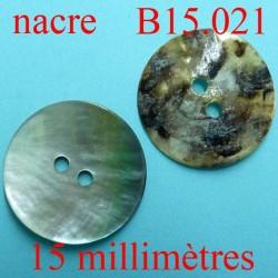 bouton 15 mm en nacre  brillant  2 trous diamètre 15 millimètres