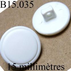 bouton 15 mm couleur blanc mat a l'intérieur et brillant sur l'extérieur  accroche avec un anneau  diamètre 15 millimètres