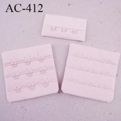 Agrafe attache 55 mm  de soutien gorge 3 rangés 3 crochets largeur 50 mm hauteur 53 mm couleur rose pétale