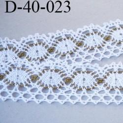 dentelle 40 mm crochet style ancien  en coton et synthétique largeur 40 mm couleur blanc et vieille or prix au mètre