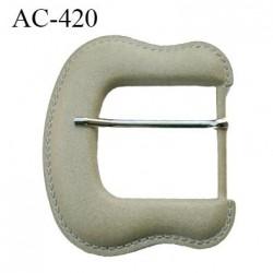 Boucle 11 cm façon cuir couleur creme avec ardillon hauteur 115 mm largeur 110 mm