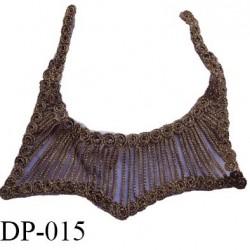 Devant plastron hauteur 24.5 cm couleur marron foncé avec effet brillant vieux or hauteur 24.5 cm et largeur 27.5 cm