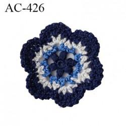 écusson thermocollant diamètre 40 mm fleur bleu crochet empiècement  réparateur de vêtement Très belle qualité