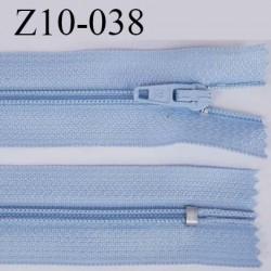 fermeture zip longueur 10 cm couleur bleu  clair non séparable largeur 2.4 cm glissière nylon largeur  4 mm