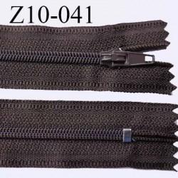 fermeture zip longueur 10 cm couleur marron foncé non séparable largeur 2.4 cm glissière nylon largeur  4 mm