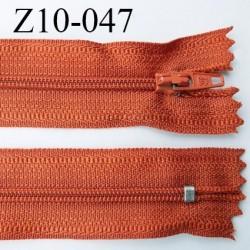 fermeture zip longueur 10 cm couleur rouille non séparable largeur 2.4 cm glissière nylon largeur  4 mm