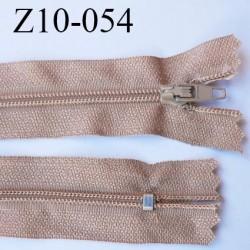 fermeture zip longueur 10 cm beige lumineux ou caramel blond non séparable largeur 2.4 cm glissière nylon largeur  4 mm
