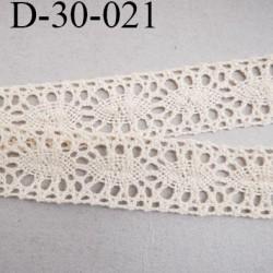 dentelle  35 mm crochet  ancienne en coton largeur 35 mm couleur écru provient d'une vieille mercerie parisienne prix au mètre