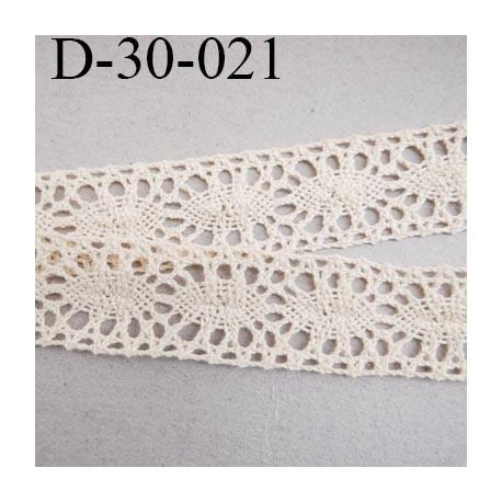 dentelle  28 mm crochet  ancienne en coton largeur 28 mm couleur écru provient d'une vieille mercerie parisienne prix au mètre
