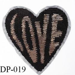 Devant  plastron coeur inscription love avec sequins  strass Superbe couleur noir et chromé hauteur 23 cm largeur 22 cm largeur