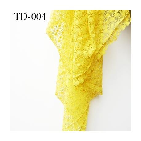 dentelle brodé couleur anis très haut de gamme largeur 130 cm   prix pour 10 centimètres