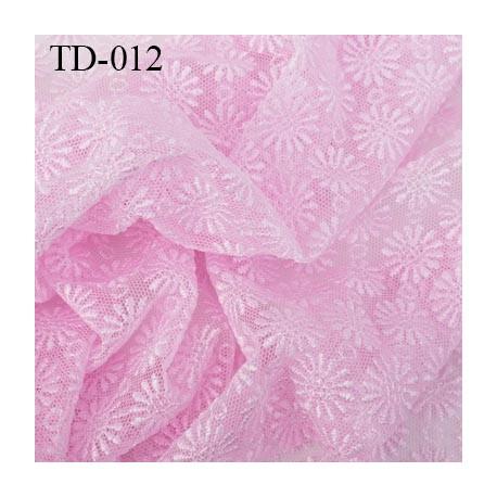 dentelle brodé  sur tulle  couleur rose très haut de gamme largeur 145 cm  prix pour 10 centimètres