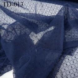 dentelle brodé  sur tulle  couleur bleu marine très haut de gamme largeur 135 cm  prix pour 10 centimètres