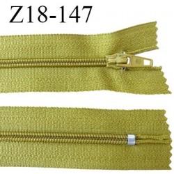 fermeture zip longueur 18 cm caca d'oie non séparable largeur 2.4 cm glissière nylon largeur  4 mm