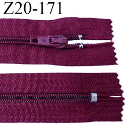 fermeture zip longueur 20 cm couleur bordeaux non séparable largeur 2.4 cm glissière nylon largeur  4 mm
