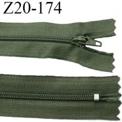 fermeture zip longueur 20 cm couleur vert kaki non séparable largeur 2.4 cm glissière nylon largeur  4 mm